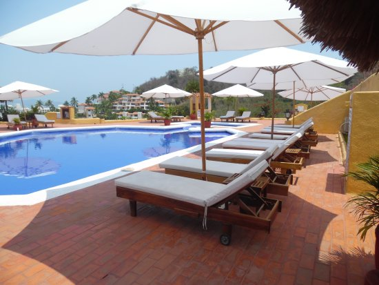 Hotel Plaza Tucanes Manzanillo: Piscina al aire libre