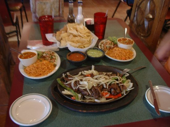 ‪‪Caldwell‬, تكساس: Beef Fajitas for 2  (Nice spread, huh?)‬
