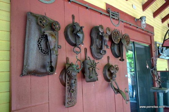 Ashland, Nueva Hampshire: Amusing Metal Faces