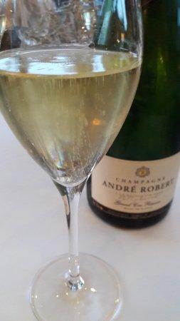 Dizy, Fransa: Отличный выбор вин. Попробуйте брют от Andre Robert!
