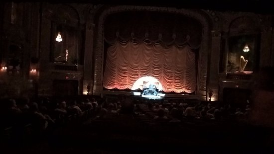 Byrd Theater: The Wurlitzer organ coming from under the stage!