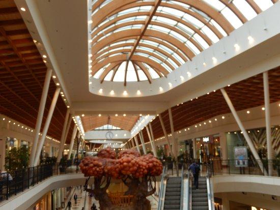 Galleria al primo piano picture of il leone shopping for Galleria del piano casa