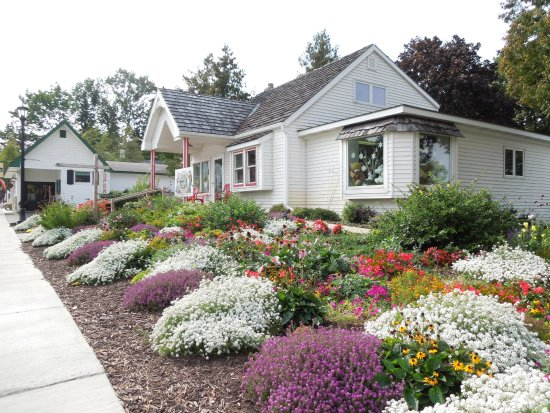 Village View Inn : Shops and restaurants in Sister Bay