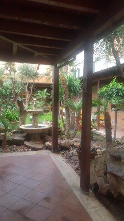 Hotel Villa Margherita: Garten, man konnte auch draußen frühstücken