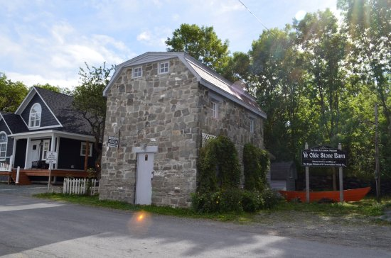 The John N Leamon Stone Barn Museum
