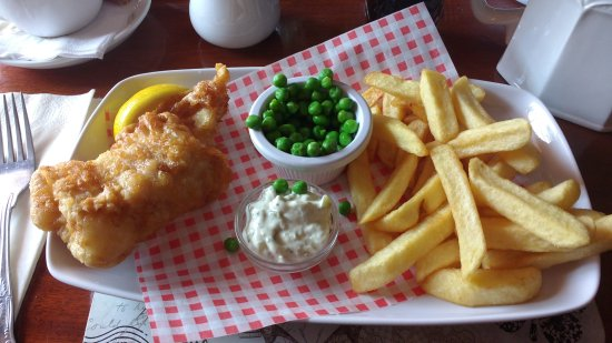 Magor, UK: Massive portion of fish....not.