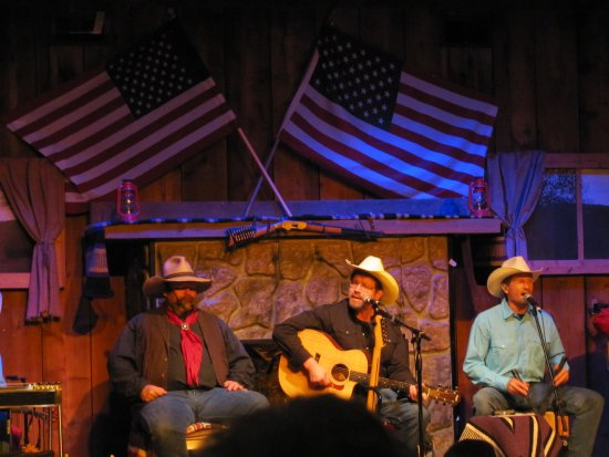 Branson, MO: Entertainment at the Roundup