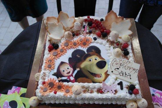 Torta Di Compleanno A Tema Masha E Orso Picture Of Pasticceria