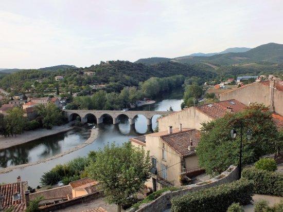 Roquebrun, Francia: une vue du panorama