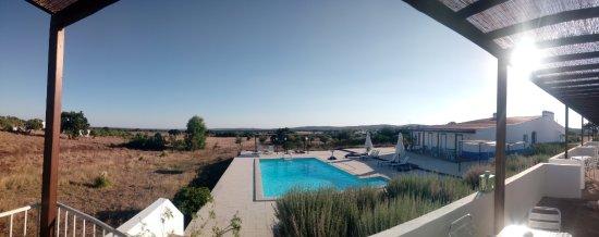 Alcacovas, Portugal: Piscina vista do Apartamento