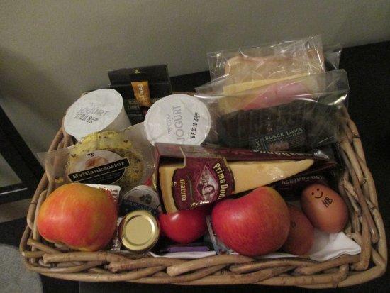 Reykjavik Residence Hotel: breakfast basket