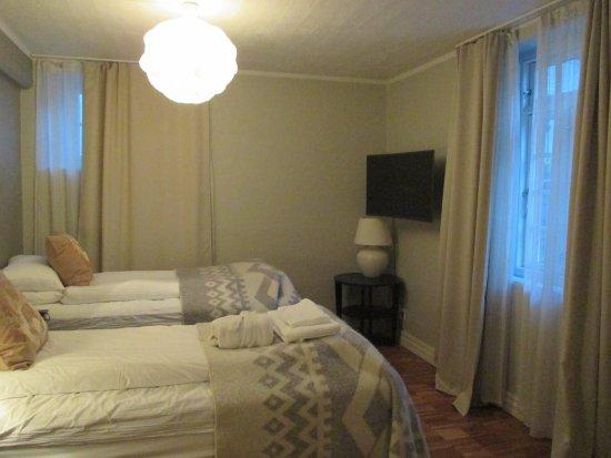 Reykjavik Residence Hotel: bedroom with 2 beds