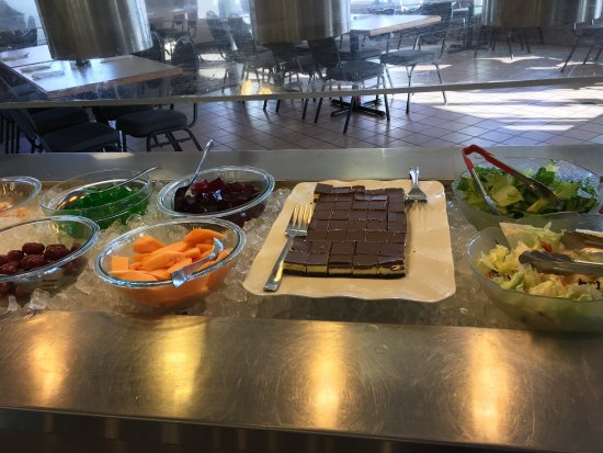 Strathmore, Canadá: Kids Eat Free Every Tuesday, Saturday & Sunday