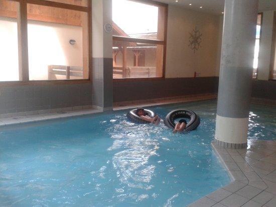 Les Coches, Francia: piscine bien entretenue et bien chauffée