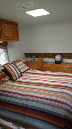 Ararat, VA: Cattle VIew Camper for travelers on a budget!