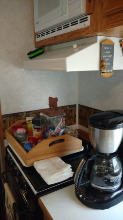 Ararat, VA: Coffee, tea, snacks, microwave and large refrigerator in Cattle View Camper