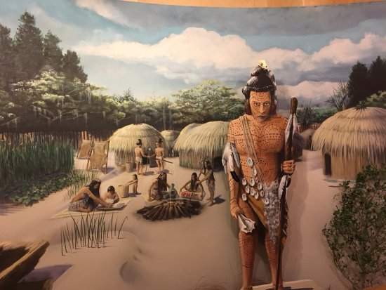 Amelia Island Museum of History: Mural of Timucuan homes. People here when Spanish and French arrived.