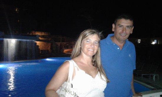Mary's Boon Beach Resort and Spa: Foto nocturna cerca del hotel