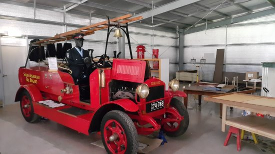 Old Renmark Fire Engine on display in Museum.