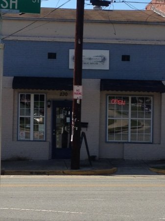 Hillsborough, Северная Каролина: Wassup with the pole?