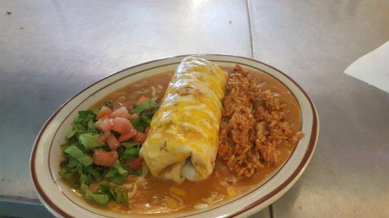 Mora, NM: Chicken & Guacamole smothered burrito!