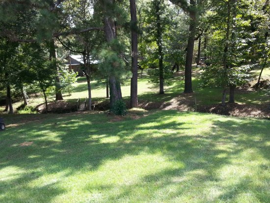 """Nacogdoches, TX: Some rooms and """"cabins"""" on the grounds"""
