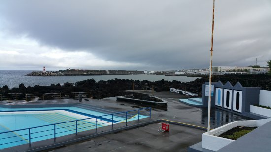 Jeiroes: Huge public pool and protected ocean swim area