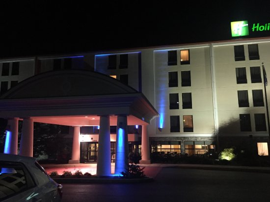 Holiday Inn Express & Suites - York: Right off 83