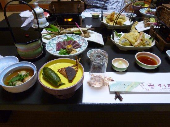 Kosenkaku Yoshinoya: カメラに全部入りきらない田舎会席料理です。
