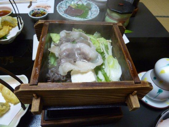 Kosenkaku Yoshinoya: 猪肉の蒸し料理(田舎会席料理のひとつ)
