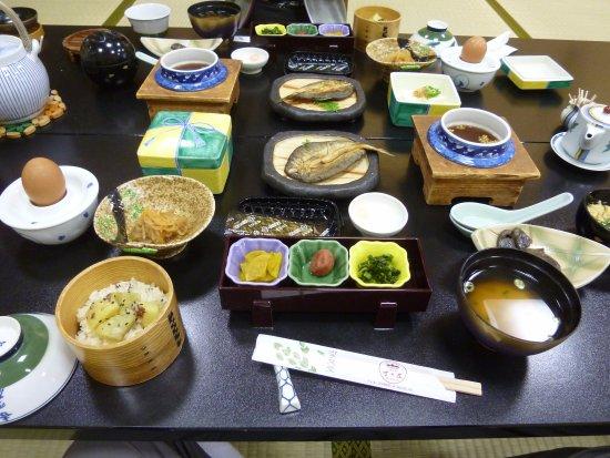 Kosenkaku Yoshinoya: 食べきれないほどの朝食ですが、茶がゆが凄くおいしかったです。