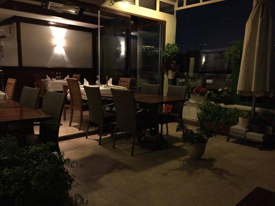Imbat Restaurant: Все на уровне. Очень уютно красиво вкусно. Персонал заботливый. Вид с террасы романтичный. Хорош