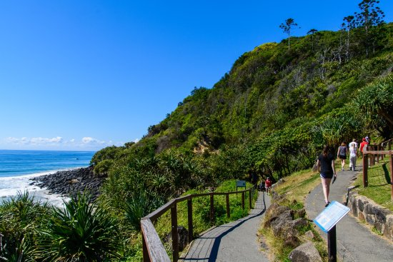 Burleigh Heads, Australia: Easier walk on the left!