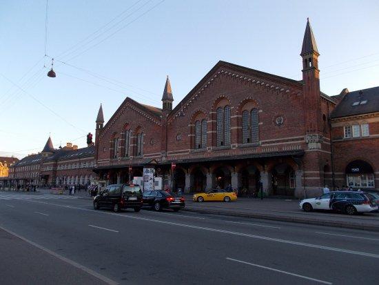 コペンハーゲン中央駅の東側。チ...