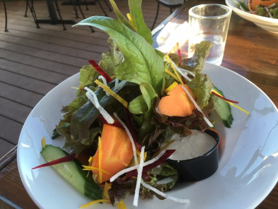 The Schooner Restaurant & Lounge: Fresh salad