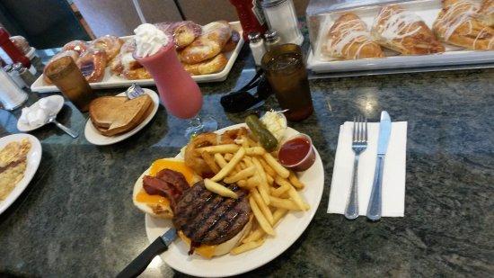 Elmwood Park Diner: Burger plate