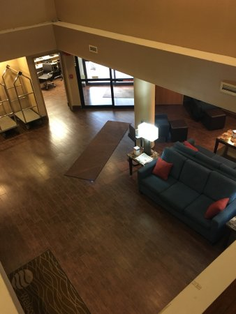 West Hazleton, PA: Birdseye of lobby