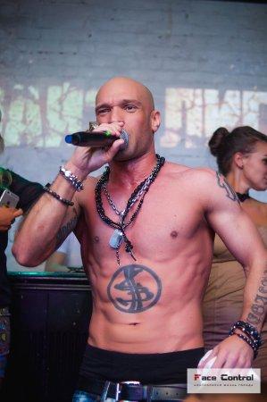 Mumiy Troll Music Bar: На сцене бара репер Лигалайз