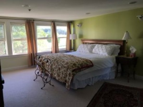 Lyndonville, VT: Includes full bathroom with soaking tub