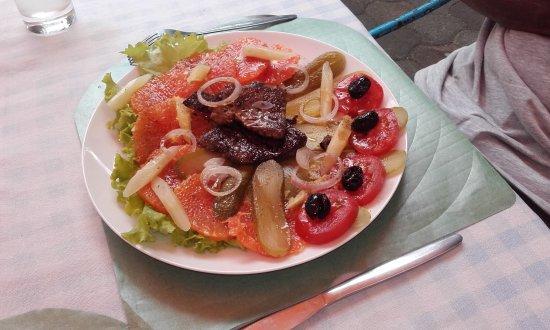 assiette de salade au thon grill c t jasmin picture of cote jasmin jardin bar port louis. Black Bedroom Furniture Sets. Home Design Ideas