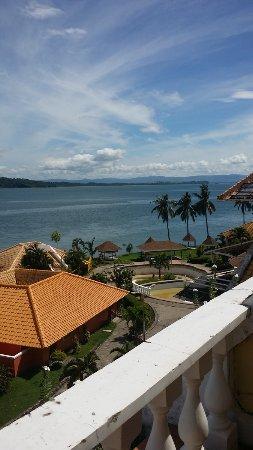 Leyte Park Resort Hotel: Uitzicht vanaf balkon richting oosten.