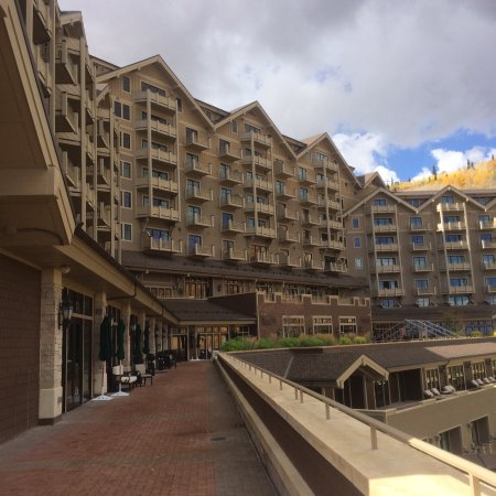 Montage Deer Valley: Great amenities and awesome view of mountains!! FYI they charge $35 to park over night and free