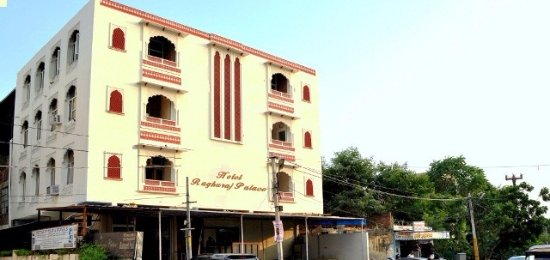 Hotel Raghuraj Palace: OUT SIDE VIEW HOTEL RAGHURAJ