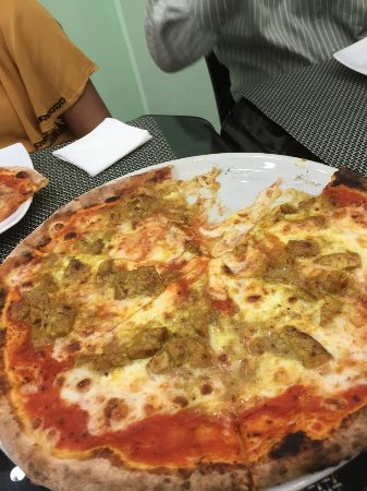 Sri Jayawardenepura, Sri Lanka: Seafood Pizza