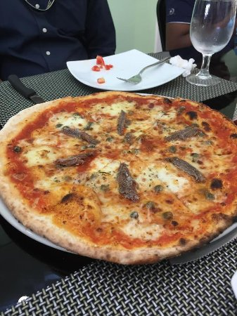 Sri Jayawardenepura, Sri Lanka: Salmon Pizza