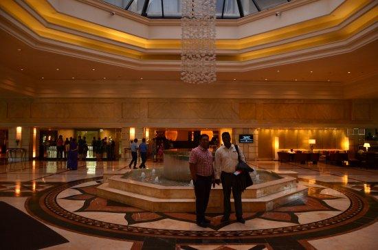 Cinnamon Grand Colombo: The lobby