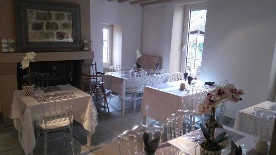 Pommeuse, Frankrike: salle de petit dejeuner