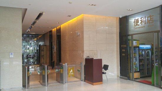 eStay Residence - Poly Central Pivot : 大堂