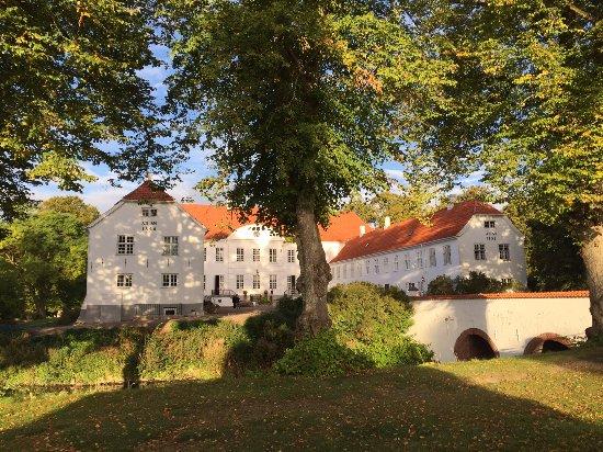 Ruds Vedby, Dänemark: Kragerup Gods om morgenen i solopgang