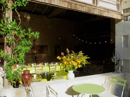 La Grange de Lucie - Chambres d'hotes en Perigord : petits déjeuners d été à la La Grange de Lucie chambres d hôtes en Périgord Dordogne